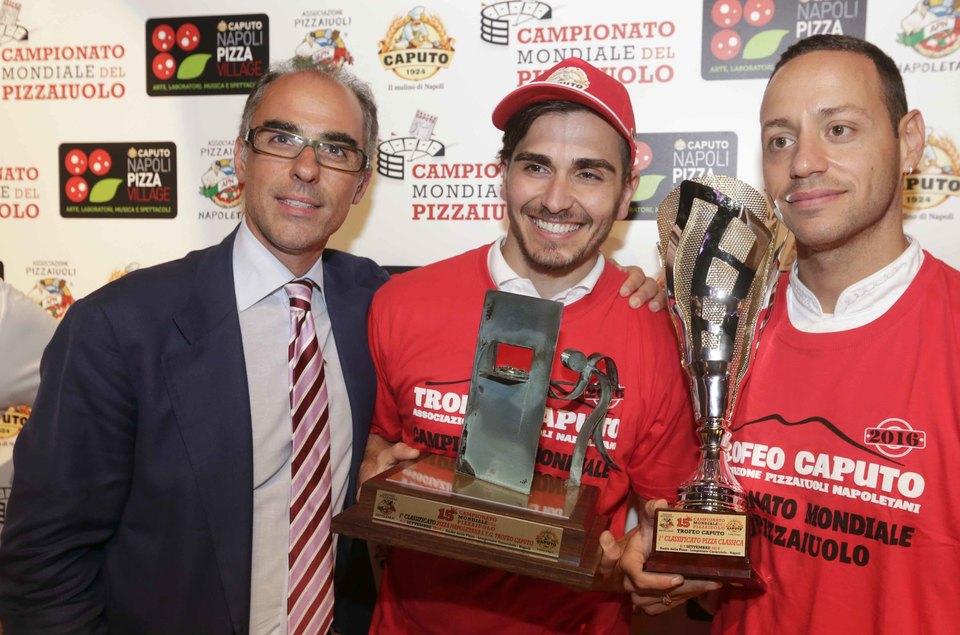 Andrea Cozzolino, in forza alla pizzeria 095 di Melbourne in Australia ma originario di Giugliano, ha vinto il Trofeo Caputo ed è il nuovo campione del mondo. Ph: Stefano Renna